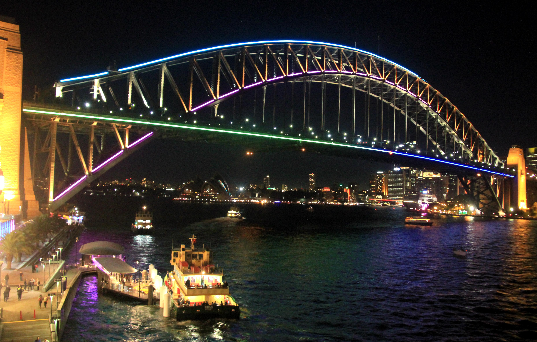Vivid Sydney Malt Die Brücke Bunt Julica In Bondi